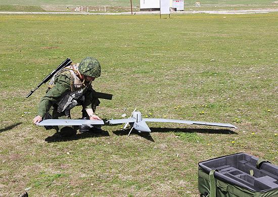 В горах Таджикистана авиагруппа беспилотных летательных аппаратов помогла вскрыть позиции боевой техники условного противника