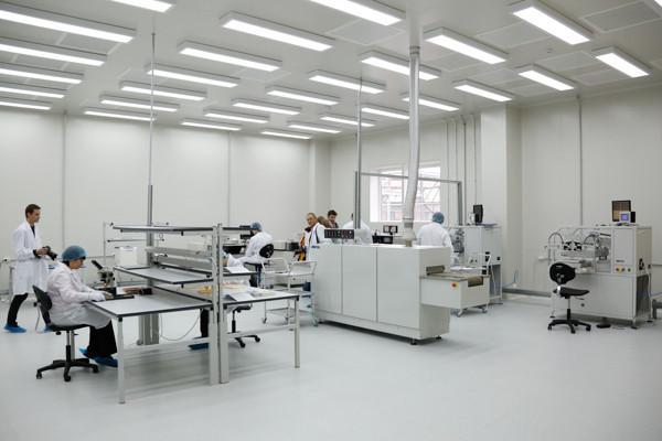24 апреля Губернатор Сергей Морозов посетил ОАО «НПП «Завод «Искра», где ознакомился с новыми производственными направлениями