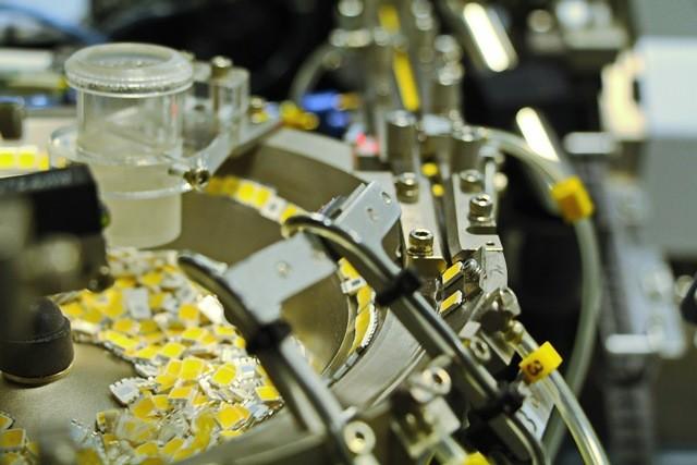 15 апреля с конвейера петербургского предприятия ОАО «Светлана-ЛЕД» сошёл 30-миллионный одноваттный светодиод SVETLED