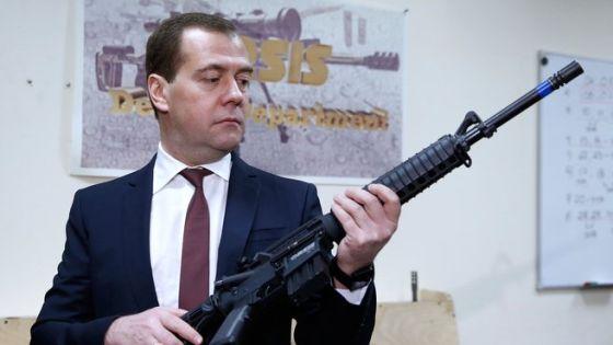 Столько новой техники российская армия не получала 25 лет, - Медведев
