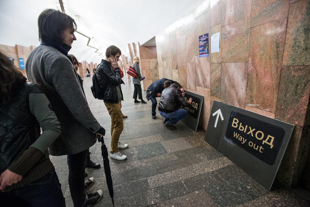 В московском метро делают напольную навигацию