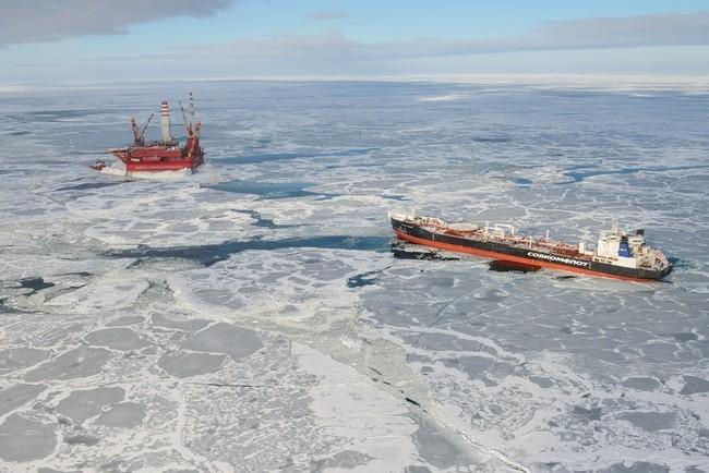 танкер «Михаил Ульянов» прибыл на «Приразломную» для загрузки нефти с платформы