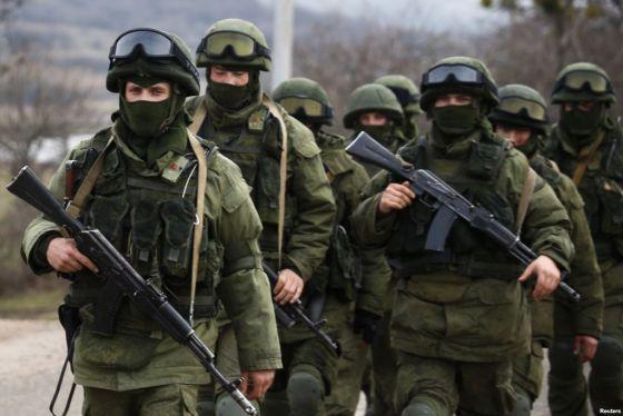 Военнослужащие армии РФ в Крыму Источник: Reuters