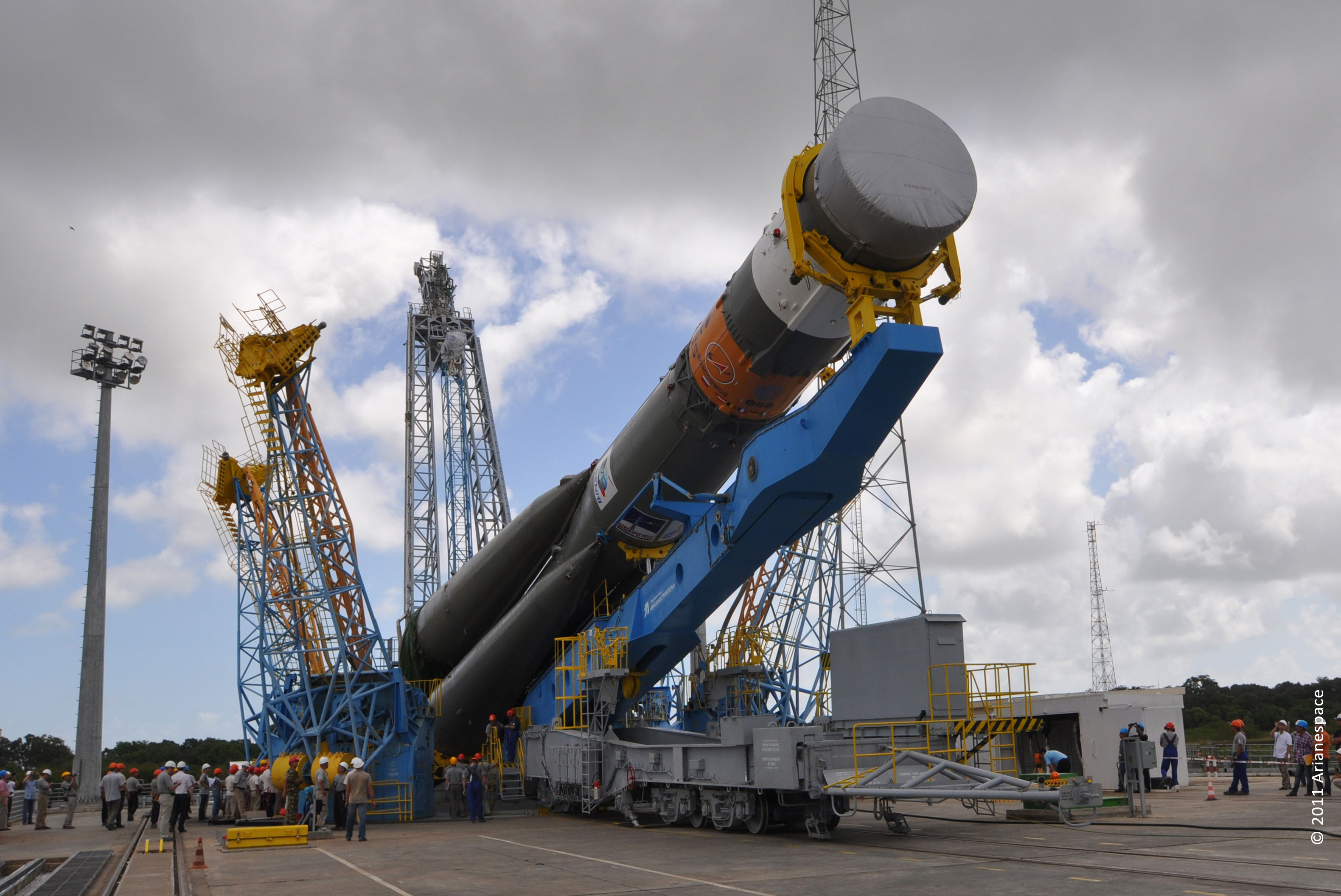 """Французская компания Arianespace подписала с """"Роскосмосом"""" соглашение о поставке семи российских ракет-носителей"""