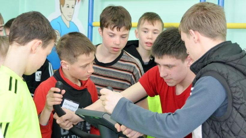 Интерес ребят к новым тренажёрам сразу показал: пустовать спортзал не будет