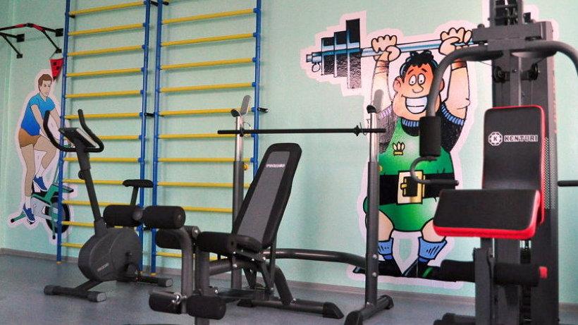 В спорткомнате установили современное оборудовани