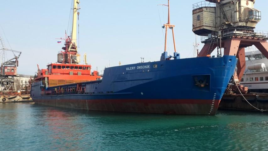 Завод Южный Севастополь сдал 2-е сухогрузное судно-площадку для Дальнего Востока