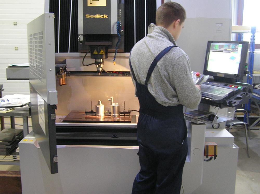 Обработка на электроэрозионном станке Sodick