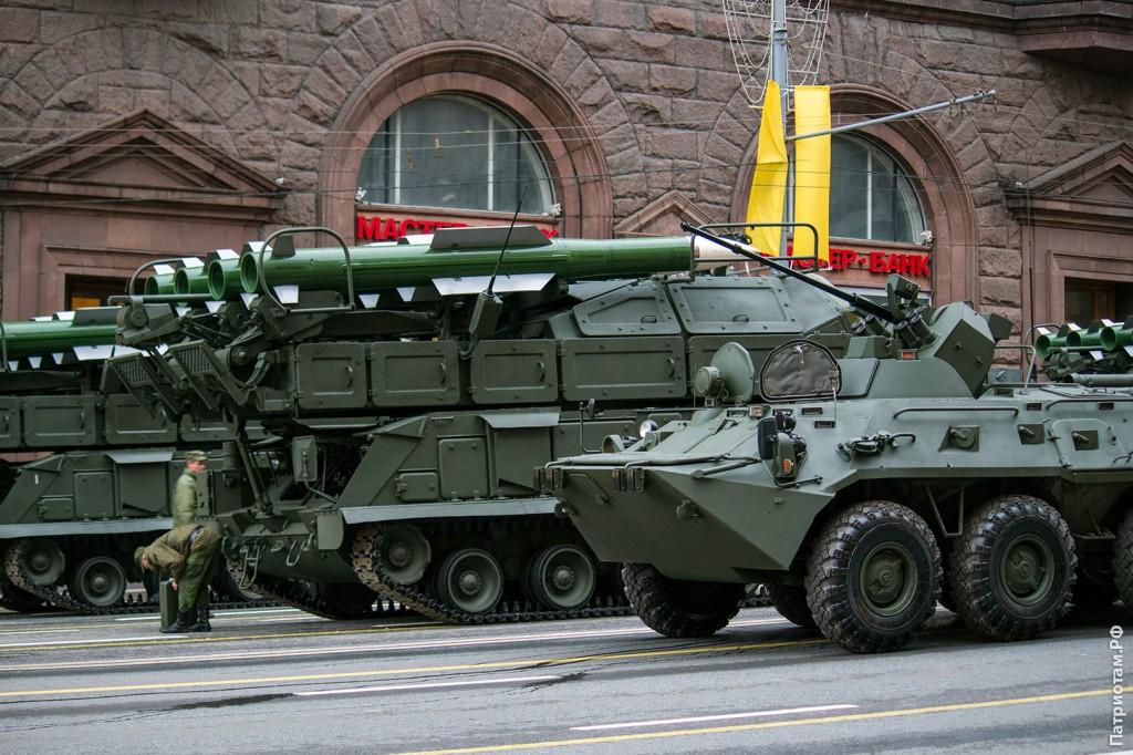 БТР-82А и зенитно-ракетные комплексы «Бук-М2»