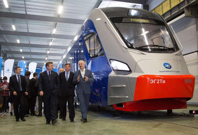 Губернатор принял участие в презентации макета электропоезда на Тверском вагоностроительном заводе