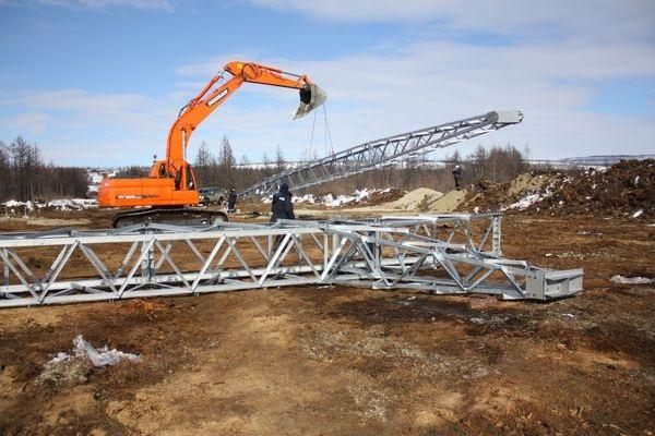 На Колыме установили первую опору высоковольтной ЛЭП для освоения золоторудных месторождений