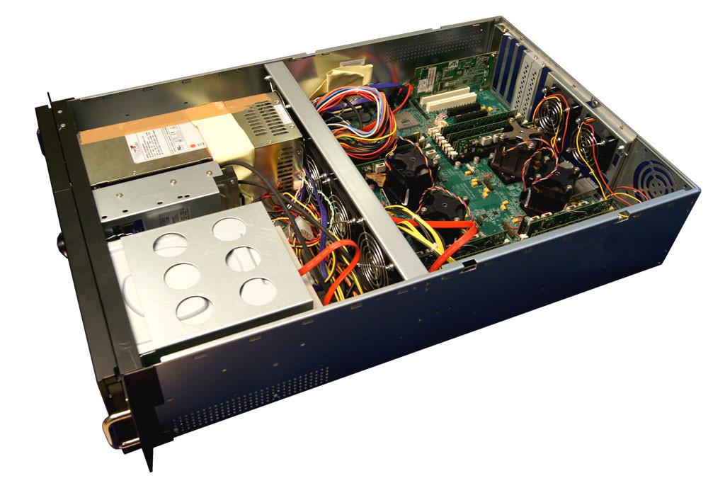 """МЦСТ изготовлен первый опытный 4-процессорный сервер с микропроцессорами """"Эльбрус-4С"""""""