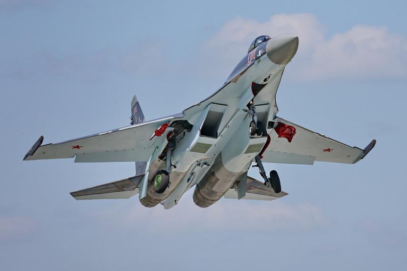 Липецкий авиацентр получает новые истребители Су-35С