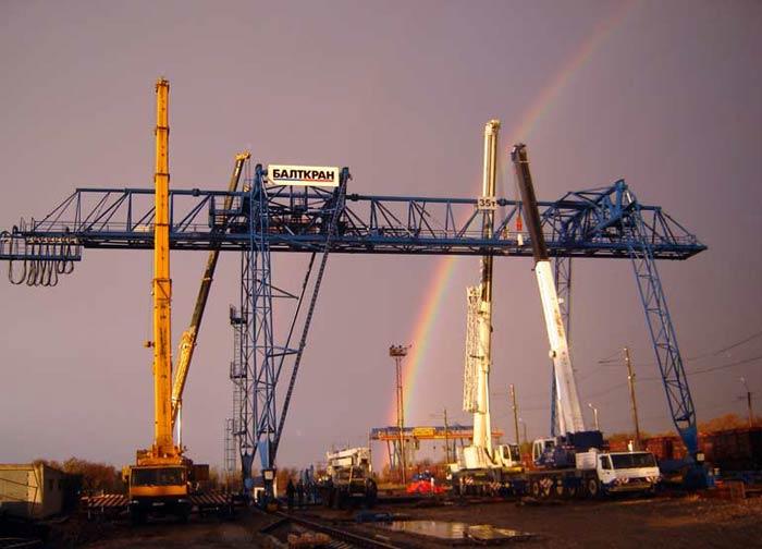 В Калининградской области построен первый в России контейнерный кран на резиновом ходу