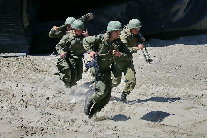 В учениях, проводимых на территории Калининградской области, задействованы беспилотники и боевые роботы