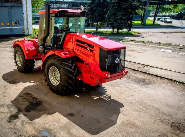 """Обновленный трактор """"Кировец"""" К-744Р встал на конвейер"""