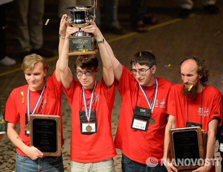 Команда из СПбГУ победила на Чемпионате Мира по спортивному программированию