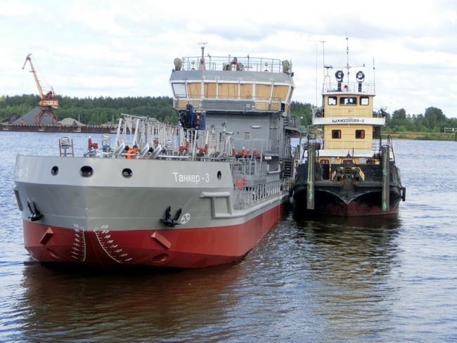 В Ярославле состоялся спуск на воду речного танкера-бункеровщика