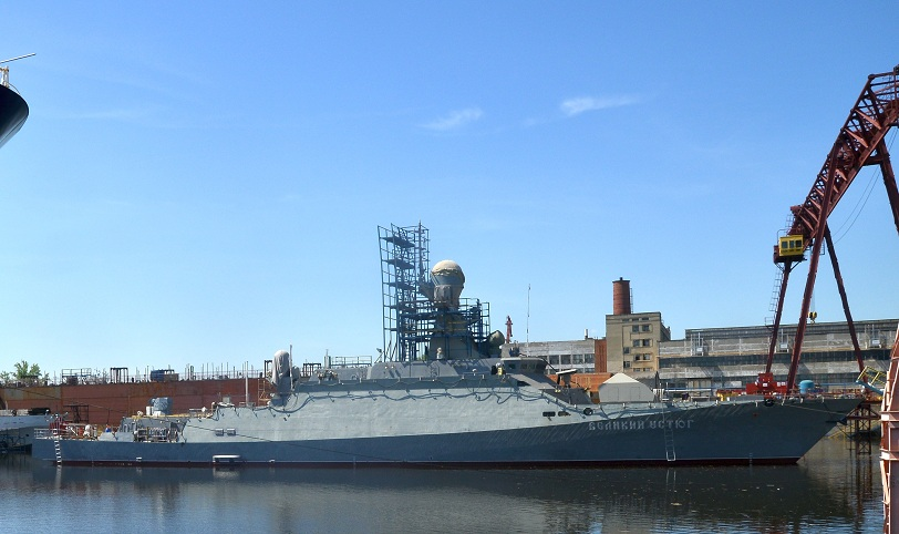 """Малый ракетный корбль """"Великий Устюг"""" на воде"""