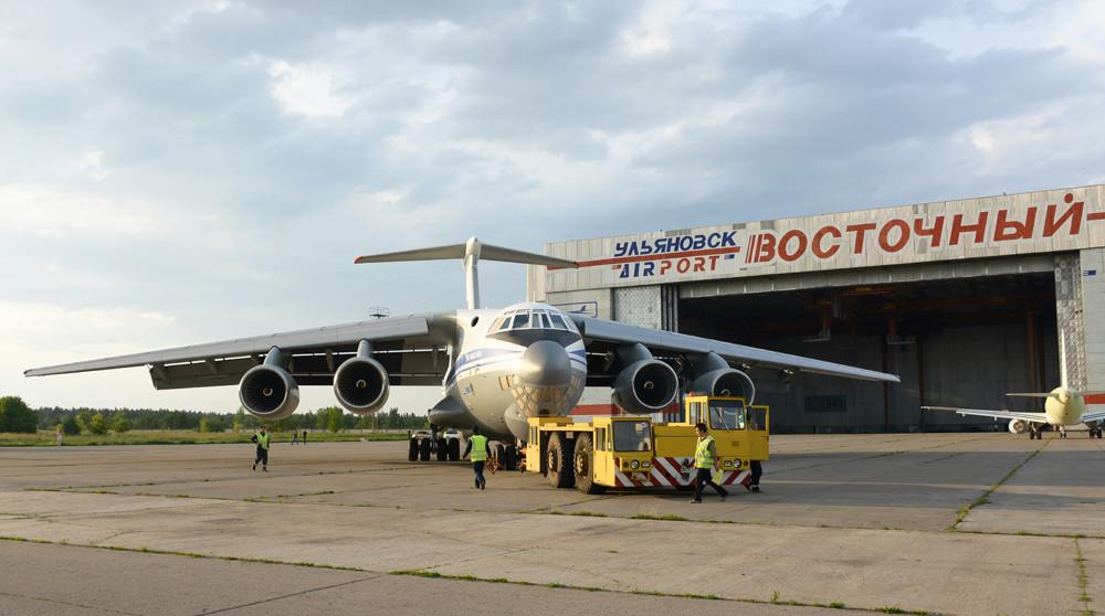 Первый серийный транспортный самолет Ил-76МД-90А окрашен