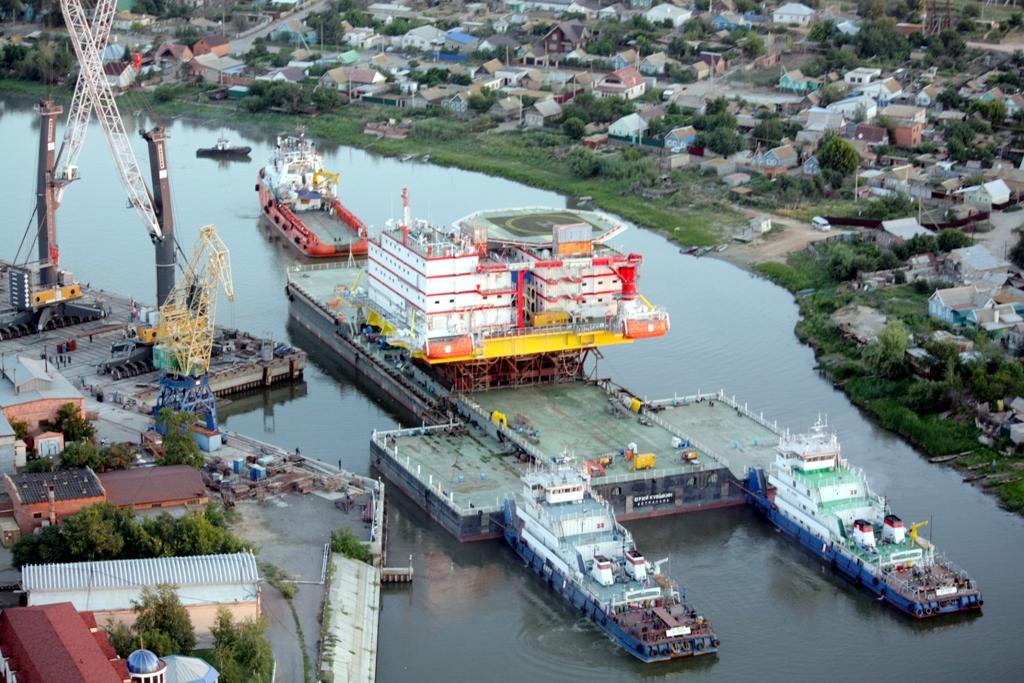 Стартовала транспортировка в Каспийское море платформы жилого модуля для месторождения Филановского