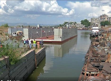 В речном порту Улан-Удэ спустили на воду новый плавучий док