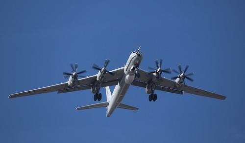 Морская авиация ВМФ РФ ведет ледовую разведку в Арктике
