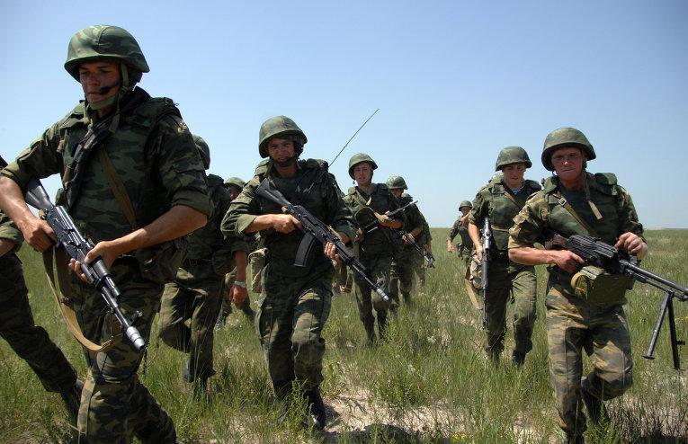 Бойцы 76-ой дивизии ВДВ массово десантируются под Псковом