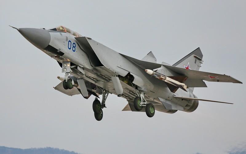 Экипажи Военно-воздушных сил приступили к несению боевого дежурства в рамках учения «Восток-2014»