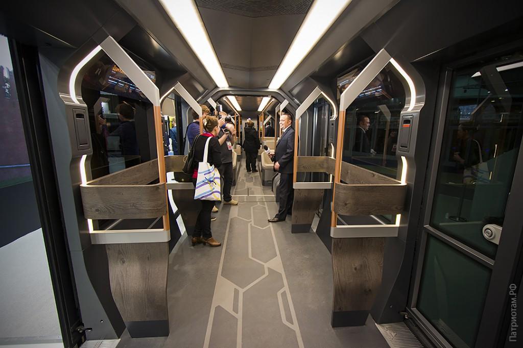 012_tramvaj_r1_interer