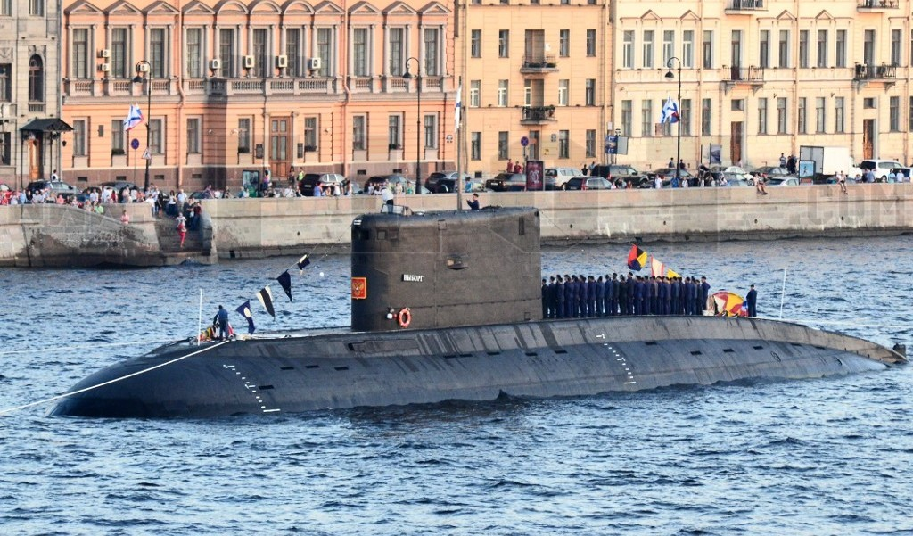 """Дизель-электрическая подводная лодка """"Выборг"""" в День ВМФ"""