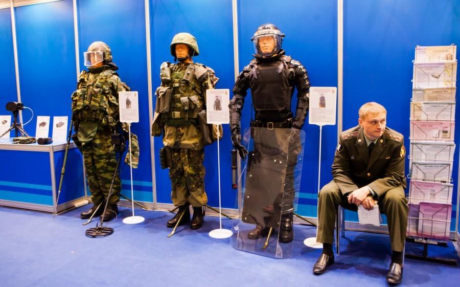 """Защитный костюм, не подверженный огню коктейлей """"Молотова"""", разработан в России"""