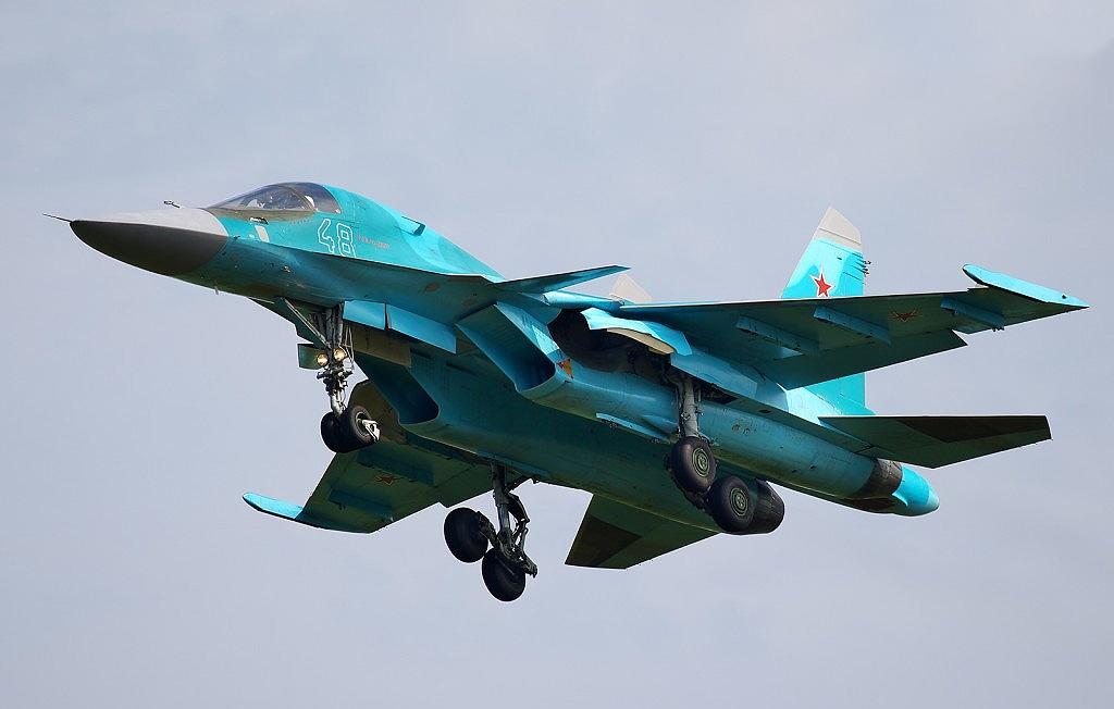 """Компания """"Сухой"""" передала ВВС России очередную партию фронтовых бомбардировщиков Су-34"""
