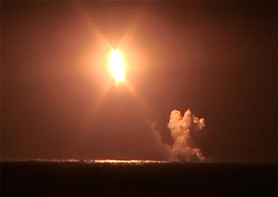 Из района акватории Баренцева моря впервые выполнен успешный пуск МБР «Булава» с борта первого серийного ракетного подводного крейсера стратегического назначения проекта «Борей»