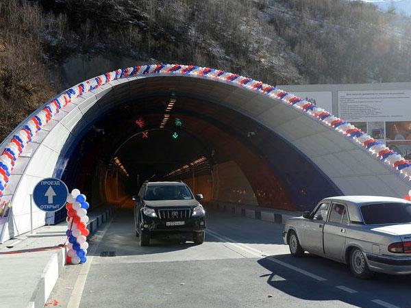 Рокский тоннель, связывающий Россию с Южной Осетией, открыт после реконструкции