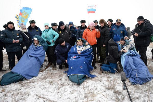 Спускаемый аппарат КК «Союз» с тремя космонавтами успешно приземлился