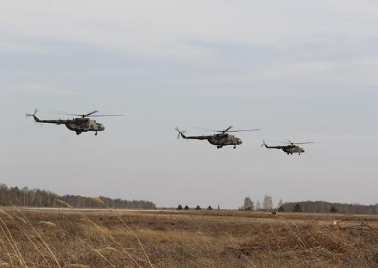 Летчики ВВО принимают на заводе в Улан-Удэ партию вертолётов Ми-8АМТШ новой модификации