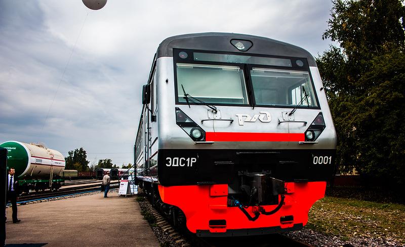 ДМЗ передал железнодорожникам два специальных электропоезда