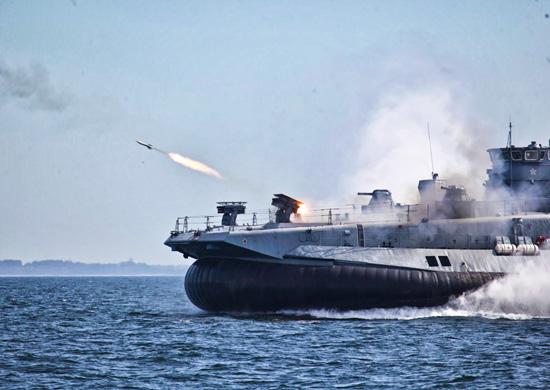 Десантный корабль на фоздушной подушке «Евгений Кочешков» успешно выполнил стрельбы