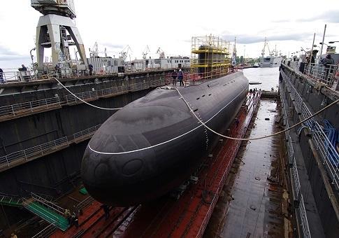 На подлодке «Ростов-на-Дону» подняли флаг ВМФ