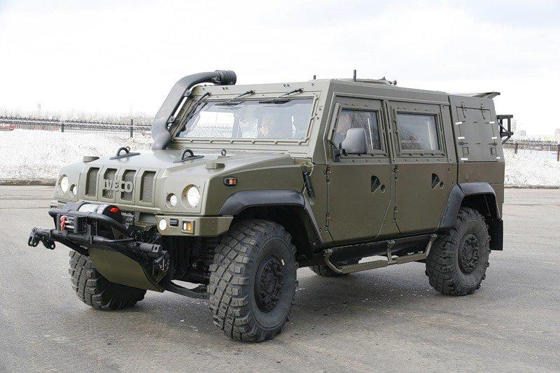 Колонна гусеничной и автомобильной военной техники направлена в арктическую зону для проведения испытаний
