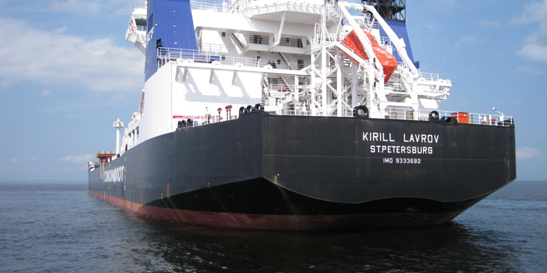Компания «Газпром нефть шельф» оборудовала танкеры вертолетными площадками