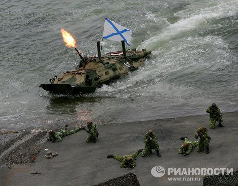 Российские морпехи получили плавающие бронежилеты