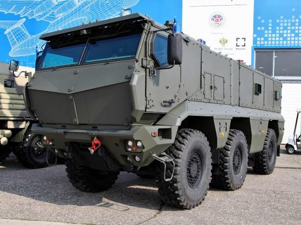 КАМАЗ передал Министерству обороны России 30 бронированных машин «Тайфун» для опытной войсковой эксплуатации.