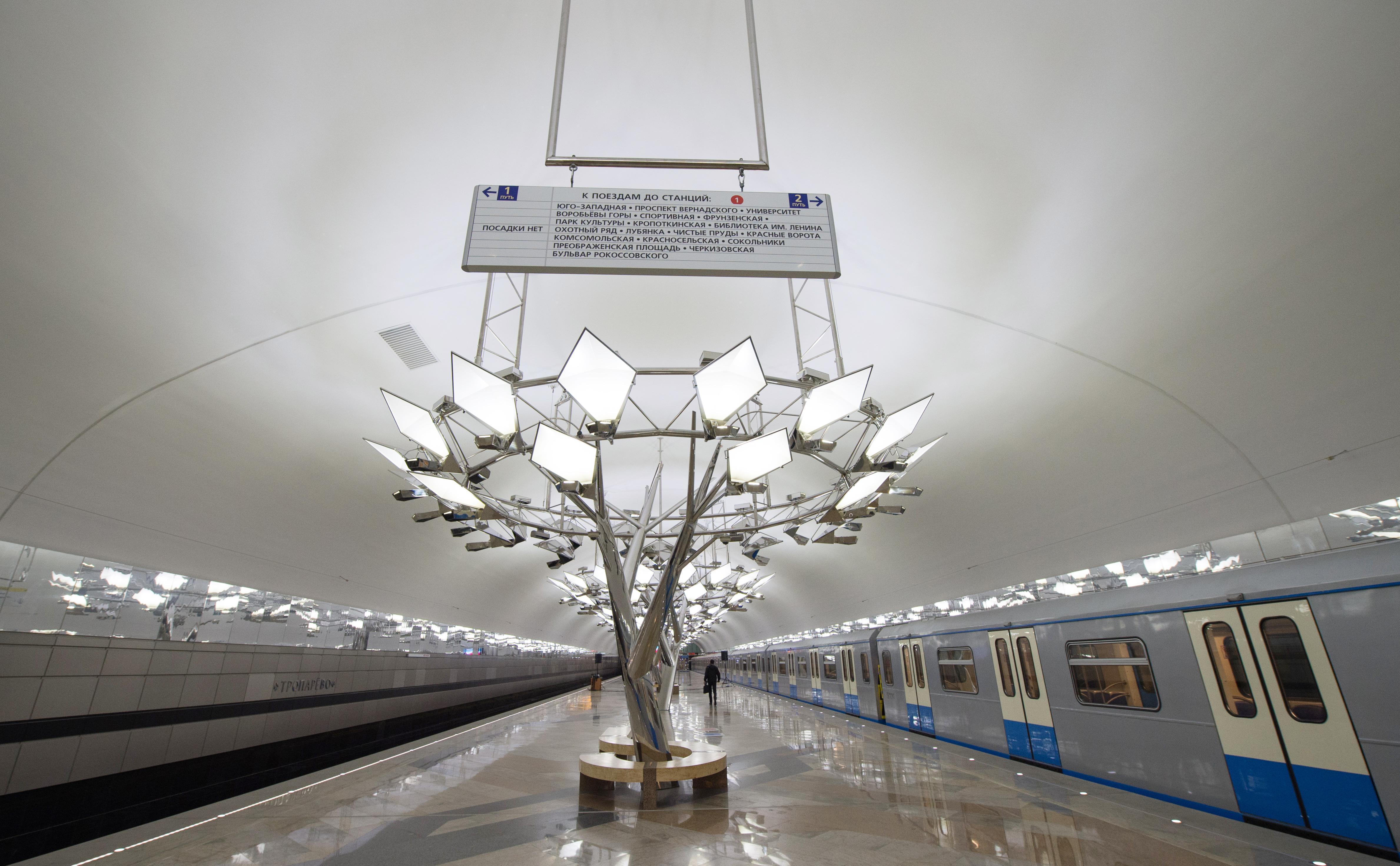 """В Москве открыли новую станцию метро - """"Тропарево"""""""