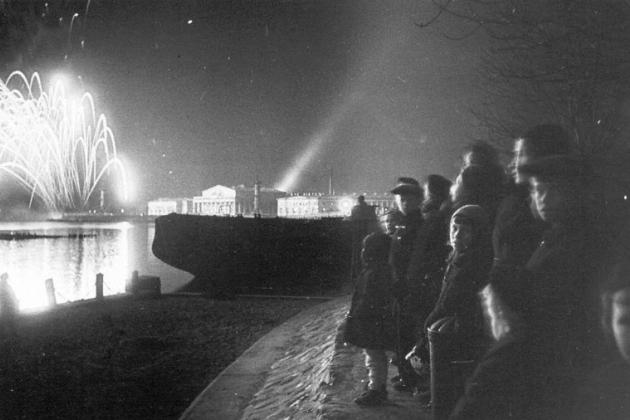 Сегодня — День снятия блокады Ленинграда