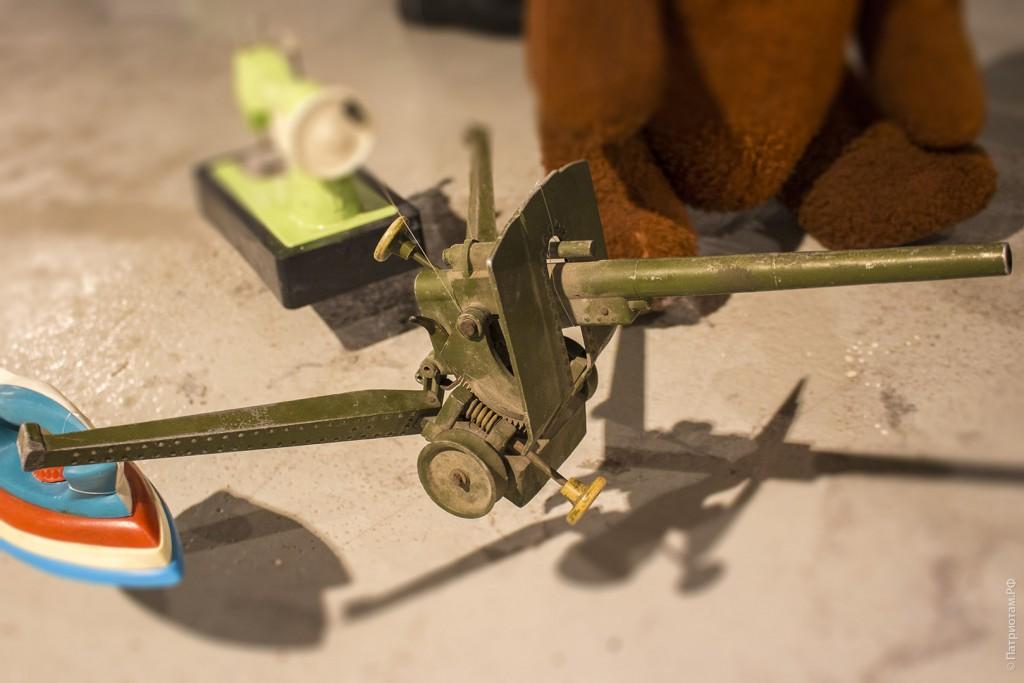Металлическая игрушечная пушка - советская игрушка