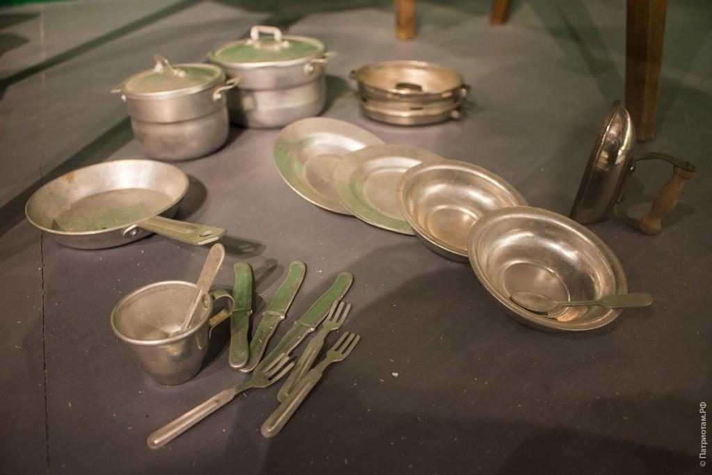 Детский набор посуды - советские игрушки.