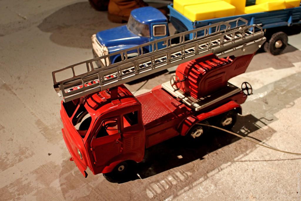 Железная пожарная машина - советская игрушка
