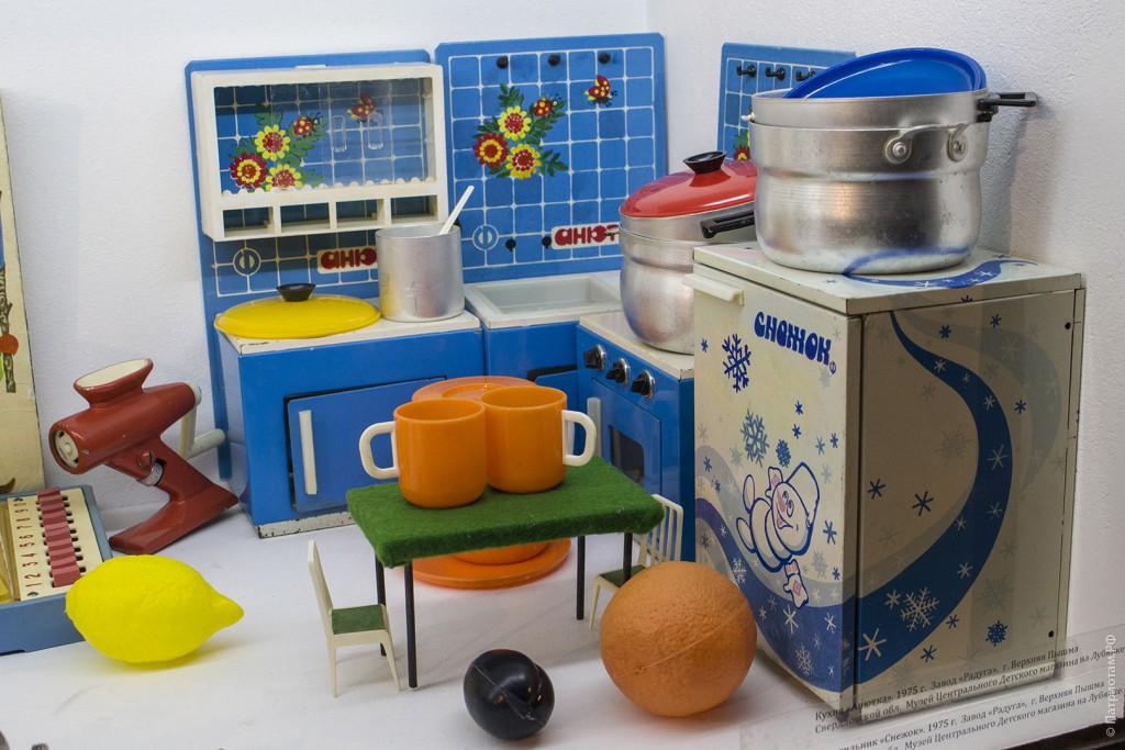 Целая миниатюрная кухня.